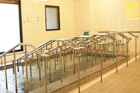 手すり付の安全な浴槽